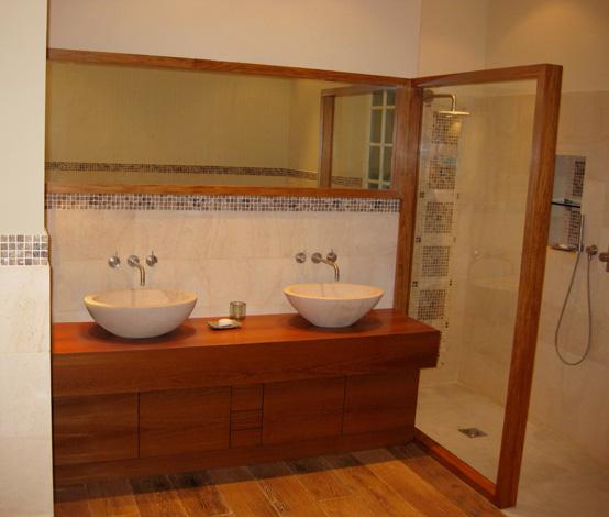 Miroir Chambre De Bain : Console de salle de bain, miroir et paroi de douche en Teck